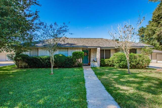 3 Hemlock Place, Angleton, TX 77515 (MLS #34687765) :: The SOLD by George Team