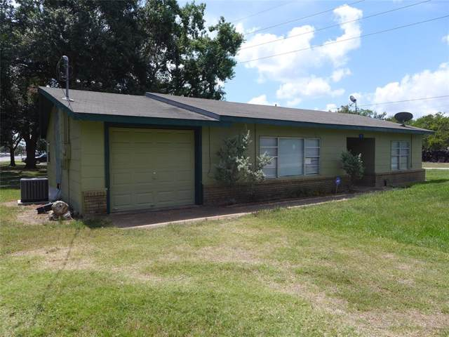 2 Cedar Street, Wallis, TX 77485 (MLS #35679441) :: Texas Home Shop Realty
