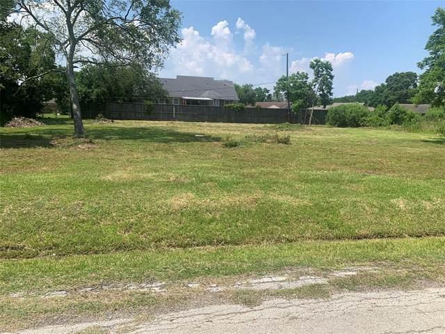 000 Seagrove Avenue, Shoreacres, TX 77571 (MLS #35893811) :: My BCS Home Real Estate Group