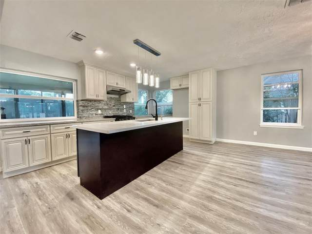 11806 Dorrance Lane, MEADOWS Place, TX 77477 (MLS #35899492) :: The Bly Team