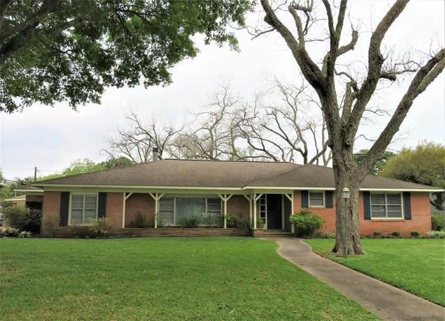 412 Avenue B, El Campo, TX 77437 (MLS #3639085) :: Giorgi Real Estate Group