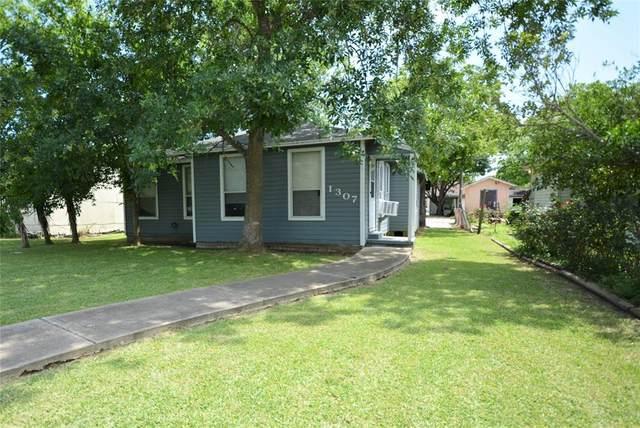 1307 W 8th Street, Freeport, TX 77541 (MLS #36568626) :: Christy Buck Team