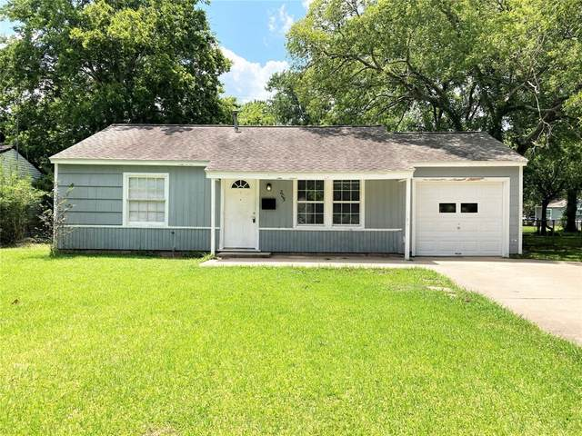 205 Huisache Street, Lake Jackson, TX 77566 (MLS #36629353) :: The Heyl Group at Keller Williams