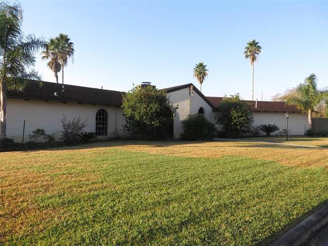 1302 Antigua Lane, Nassau Bay, TX 77058 (MLS #36815072) :: Texas Home Shop Realty