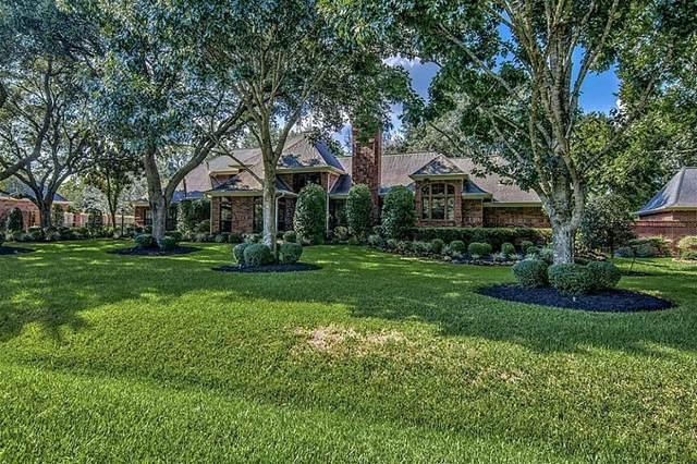 1905 Carriage Creek Lane, Friendswood, TX 77546 (MLS #37124867) :: Christy Buck Team