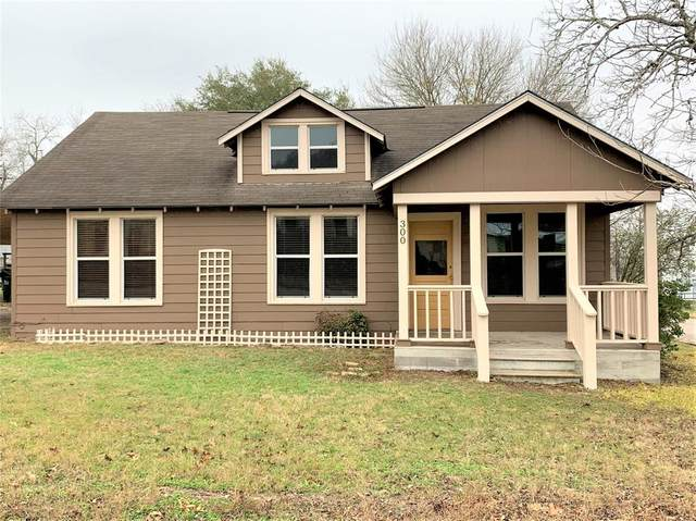 300 W Church Street, Moulton, TX 77975 (MLS #37332129) :: Connell Team with Better Homes and Gardens, Gary Greene