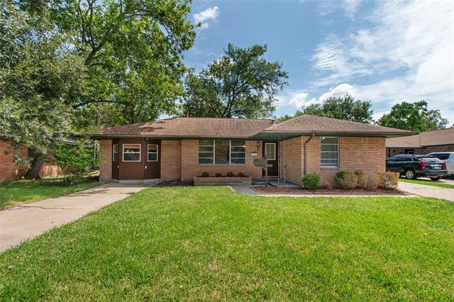 57 Mimosa Court, Lake Jackson, TX 77566 (MLS #3765362) :: The SOLD by George Team