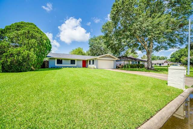 16930 Hibiscus Lane, Friendswood, TX 77546 (MLS #37792886) :: The SOLD by George Team
