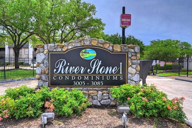 3015 Walnut Bend Lane #37, Houston, TX 77042 (MLS #37932990) :: Connect Realty