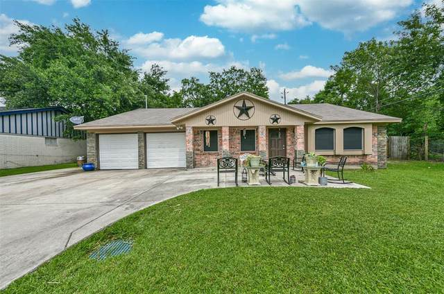 3915 Dolphin Lane, La Porte, TX 77571 (MLS #38033412) :: The SOLD by George Team