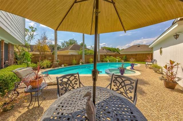 2048 Lodge Crest Court, League City, TX 77573 (MLS #38222272) :: Rachel Lee Realtor