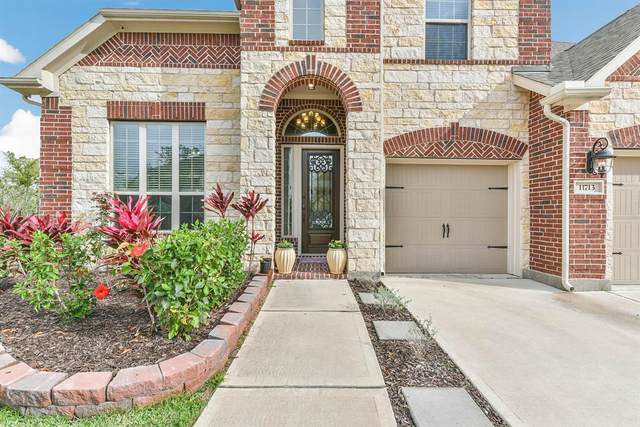 11713 Heights Trail Lane, Pearland, TX 77584 (MLS #38445237) :: The Queen Team