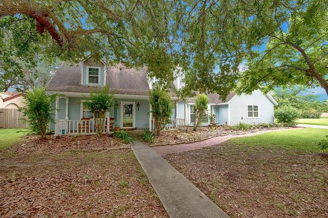 2556 Leisure Lane, League City, TX 77573 (MLS #38497192) :: The SOLD by George Team