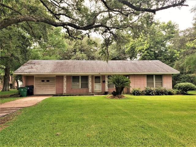 704 Avenue B, Sweeny, TX 77480 (MLS #38516185) :: The SOLD by George Team