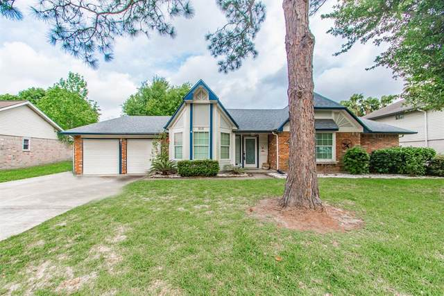 810 Buckingham Drive, Friendswood, TX 77546 (MLS #38802071) :: Christy Buck Team