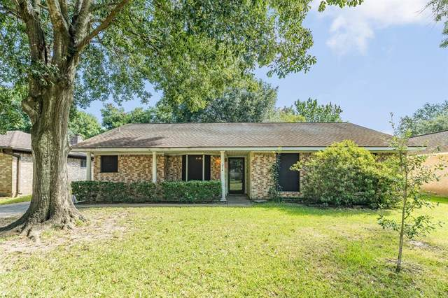 214 Englewood Drive, League City, TX 77573 (MLS #38980497) :: The Home Branch