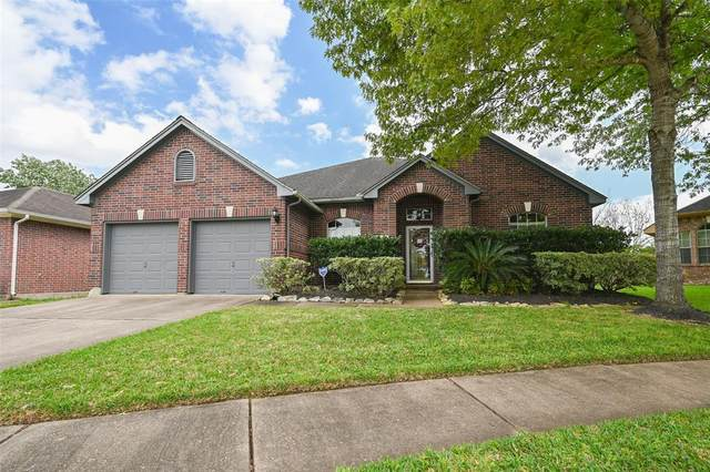 2906 Regata Run Drive, Friendswood, TX 77546 (MLS #39078172) :: Texas Home Shop Realty