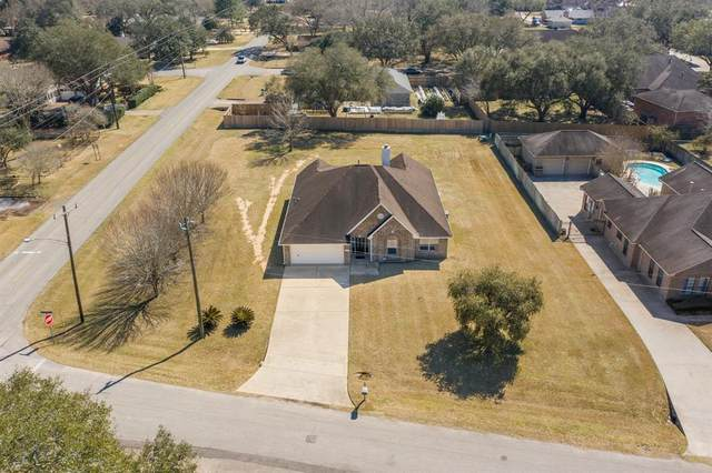 103 W Timberlane Drive, Alvin, TX 77511 (MLS #39545259) :: Lerner Realty Solutions