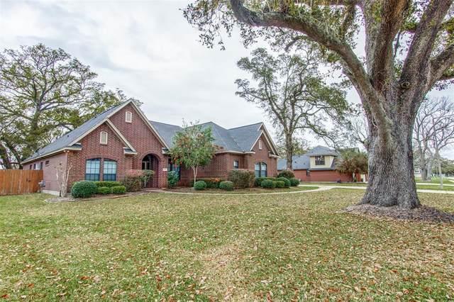 805 Heritage Oaks Drive, Angleton, TX 77515 (MLS #400156) :: Christy Buck Team