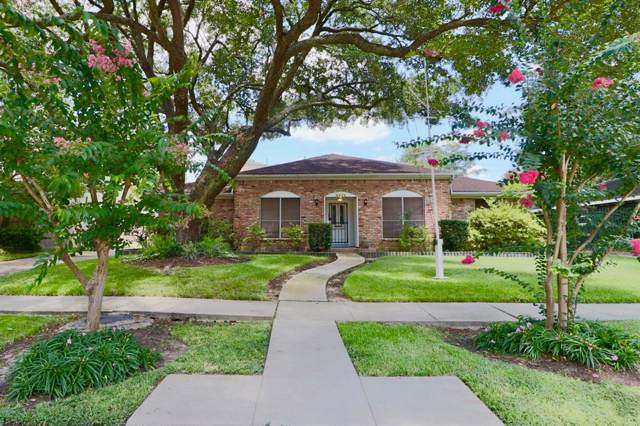 9411 Braewick Drive, Houston, TX 77096 (MLS #40110513) :: The Queen Team