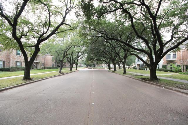 13208 Trail Hollow Drive #3208, Houston, TX 77079 (MLS #40221856) :: The Sansone Group