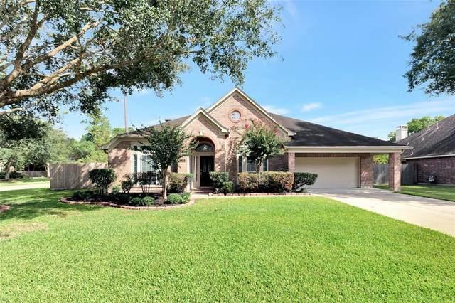 807 Shadie Pine Lane, Friendswood, TX 77546 (MLS #40310180) :: My BCS Home Real Estate Group