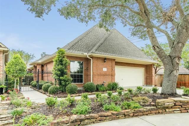 22 Red Oak Court, Lake Jackson, TX 77566 (MLS #41298134) :: My BCS Home Real Estate Group