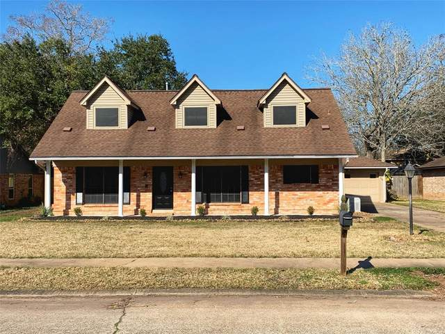 56 Hollyhock Court, Lake Jackson, TX 77566 (MLS #41536107) :: The Freund Group