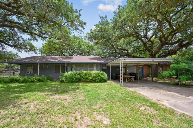 204 King Drive, Columbus, TX 78934 (MLS #41593883) :: Caskey Realty