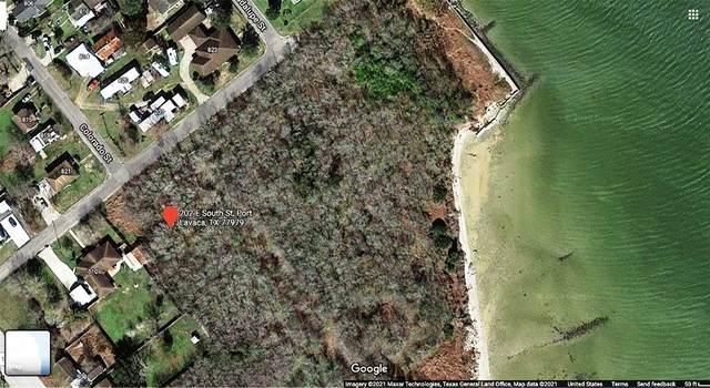 202 E South Street, Port Lavaca, TX 77979 (MLS #4163304) :: My BCS Home Real Estate Group