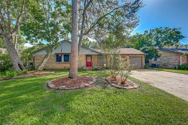 211 Dogwood Street, Lake Jackson, TX 77566 (MLS #4166204) :: Christy Buck Team