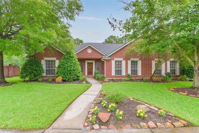 617 Woodview Drive, Friendswood, TX 77546 (MLS #41698545) :: The SOLD by George Team