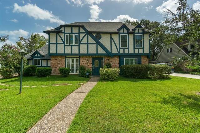 830 Forest Lake Drive, Seabrook, TX 77586 (MLS #41793914) :: Ellison Real Estate Team