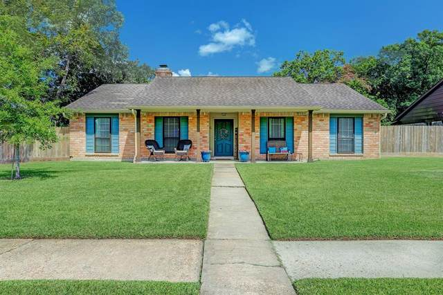 501 Stoneledge Drive, Friendswood, TX 77546 (MLS #42020180) :: The Freund Group