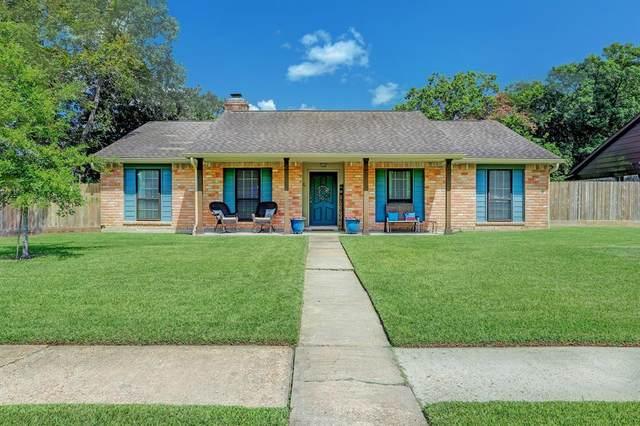 501 Stoneledge Drive, Friendswood, TX 77546 (MLS #42020180) :: Christy Buck Team