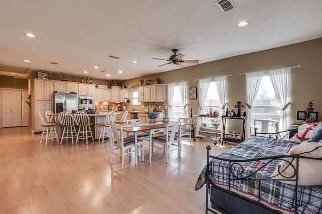215 Spence Street, Anahuac, TX 77514 (MLS #42121404) :: Ellison Real Estate Team