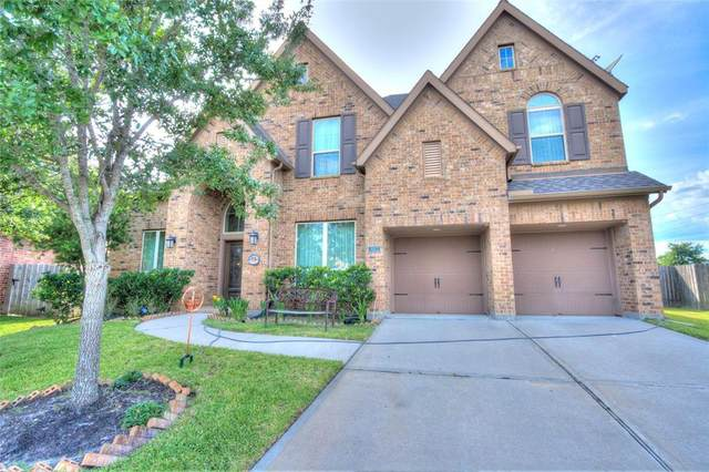 3002 Sunrise Run Lane, Pearland, TX 77584 (MLS #42209157) :: The Queen Team