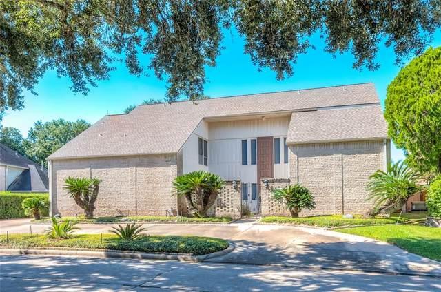 2323 Country Club Boulevard, Sugar Land, TX 77478 (MLS #42226484) :: NewHomePrograms.com