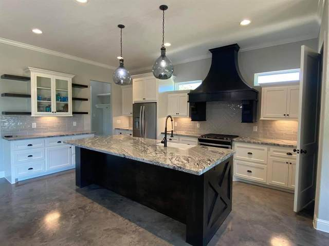 11609 Grandview, Montgomery, TX 77356 (MLS #42290675) :: The Property Guys