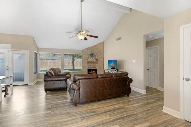 1039 E Brompton, Pearland, TX 77584 (MLS #42350700) :: Green Residential