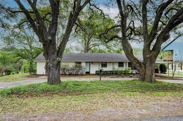 203 College Street, East Bernard, TX 77435 (MLS #42807803) :: Christy Buck Team