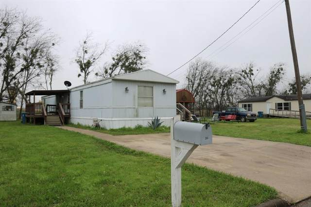 203 Camelot Lane, Navasota, TX 77868 (MLS #42883864) :: Caskey Realty