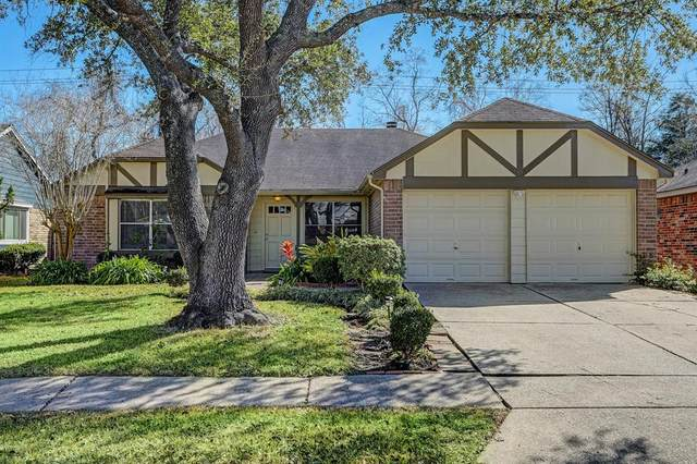 2223 Pilgrims Bend Drive, Friendswood, TX 77546 (MLS #4310572) :: The SOLD by George Team