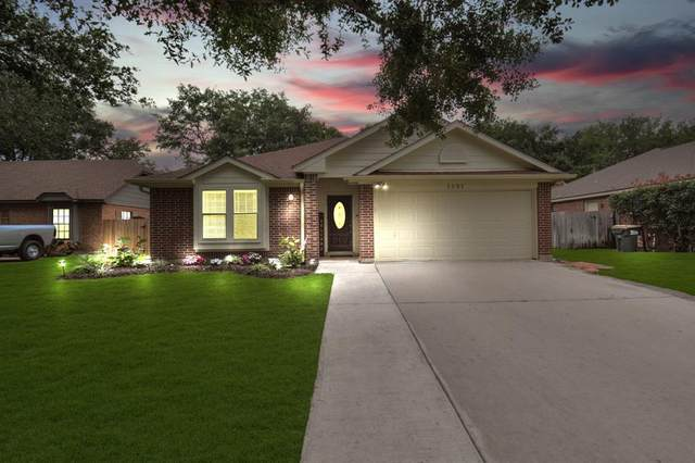 1301 Shadowlake Drive, Sealy, TX 77474 (MLS #43243592) :: The SOLD by George Team