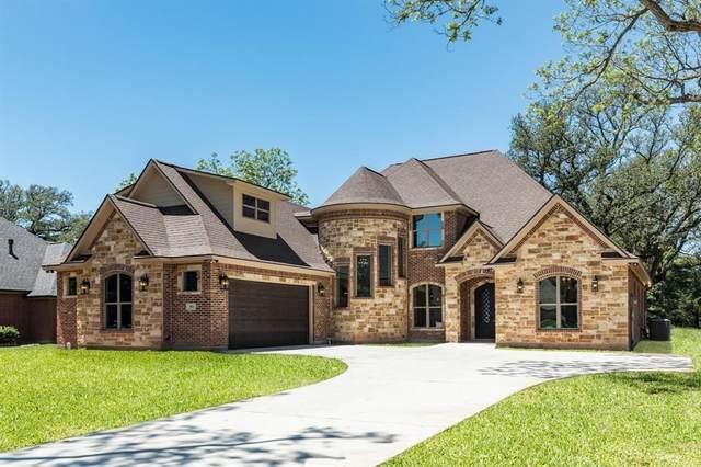 901 Heritage Oaks Drive, Angleton, TX 77515 (MLS #43319843) :: The Freund Group