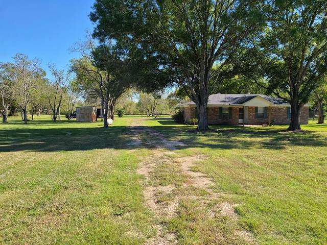 18111 County Road 113, Pearland, TX 77584 (MLS #43437554) :: Lerner Realty Solutions