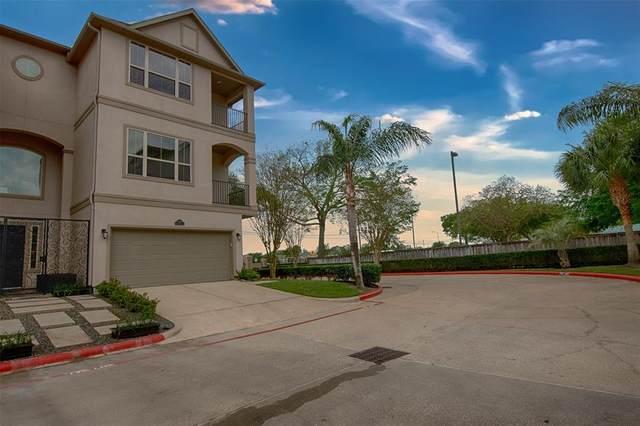 18717 Egret Oaks Lane, Webster, TX 77058 (MLS #43778222) :: The SOLD by George Team