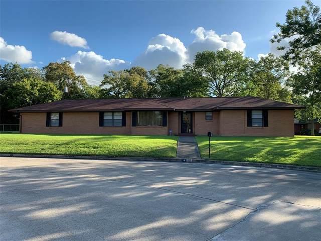 122 Lakewood Drive, Baytown, TX 77520 (MLS #43829390) :: The Bly Team