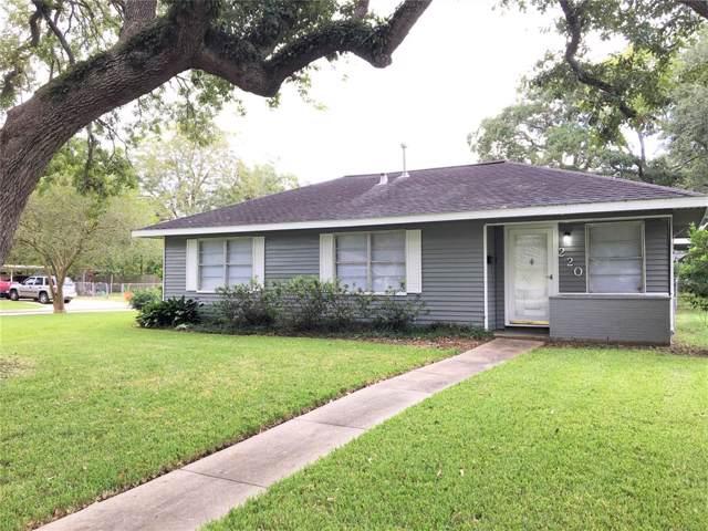 220 Redwood Street, Lake Jackson, TX 77566 (MLS #44235546) :: The Jill Smith Team