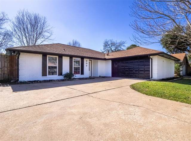 807 Sunnybrook Lane, Baytown, TX 77521 (MLS #44420125) :: Caskey Realty